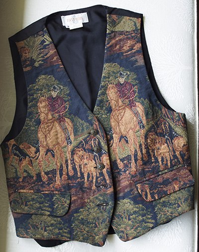 American Design Horse Dogs and Hunting Vest.