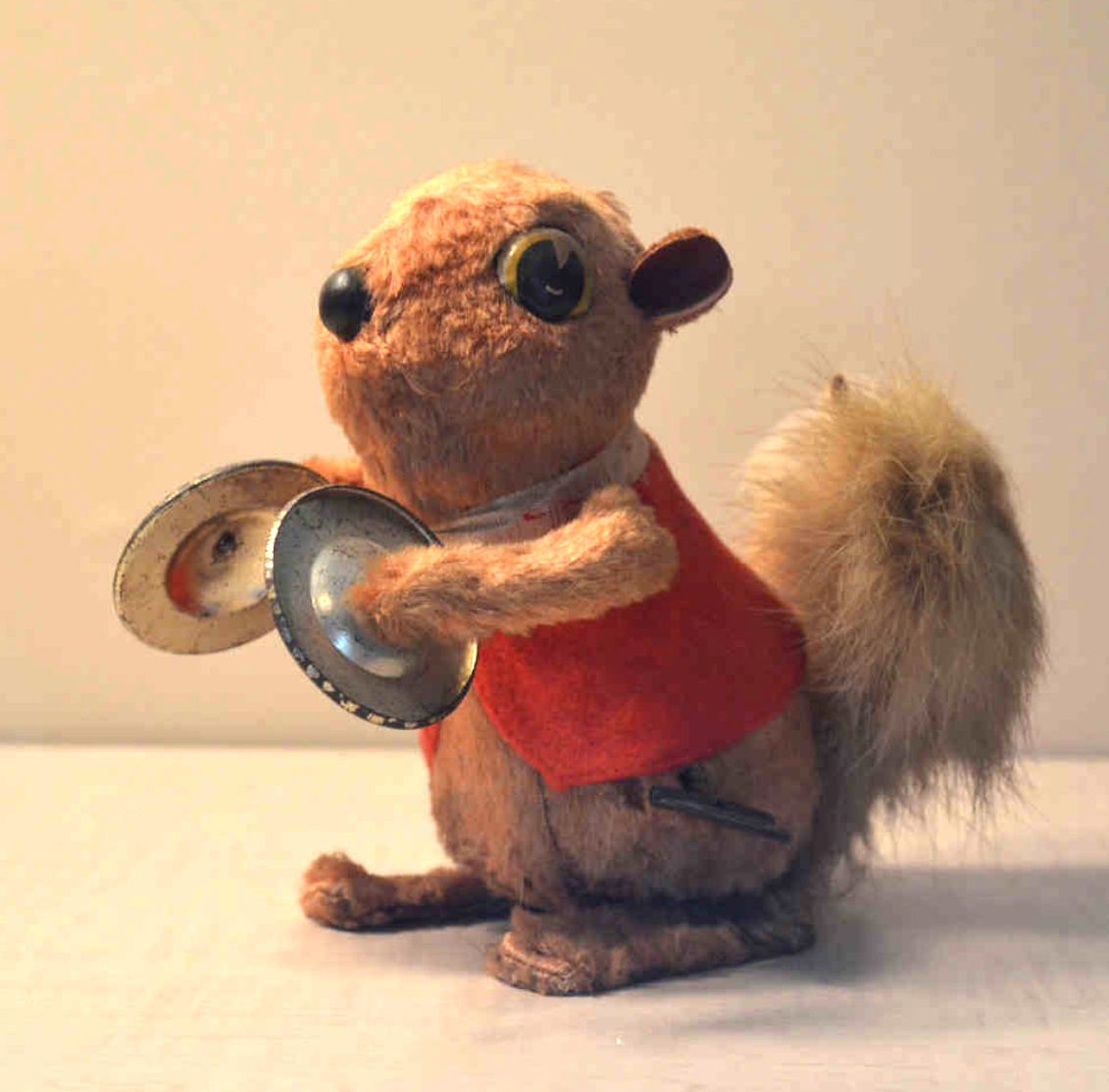 Toy: Windup Brown Squirrel. SQRL 13.09.01